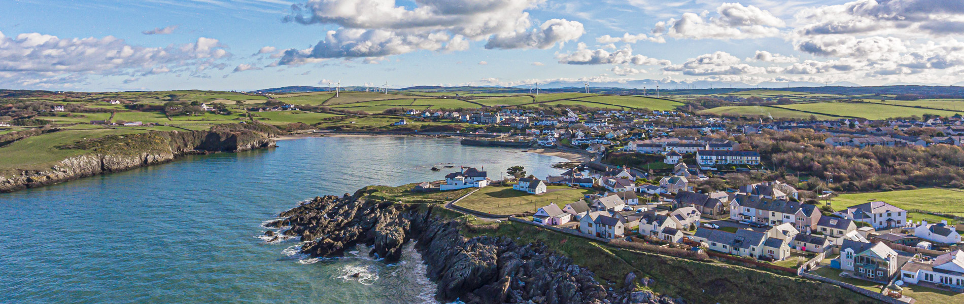 holiday cottages cemaes bay